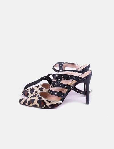 Zapato animal print con tachas