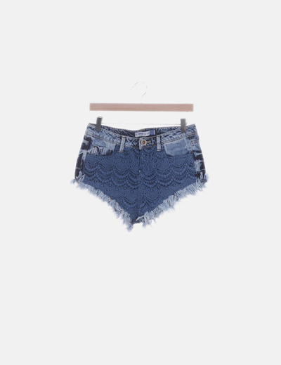 Short denim desflecado con crochet