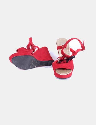 Sandalia roja de antelina
