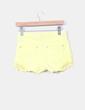 Short amarillo combinado con crochet Stradivarius