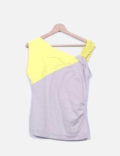 Camiseta beige y amarilla Adolfo Dominguez