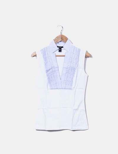 Camisa blanca cuellos a rayas
