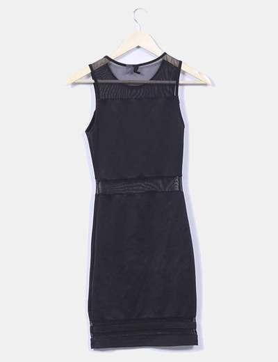Vestido negro ajustado con semitransparencias