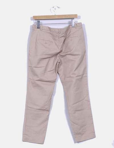 Pantalon beige con pata recta