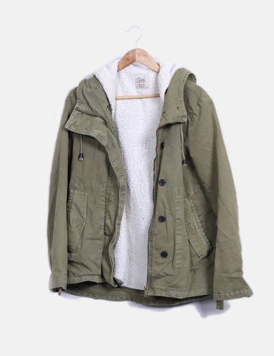 Parka verde caqui con borrego extraible Zara