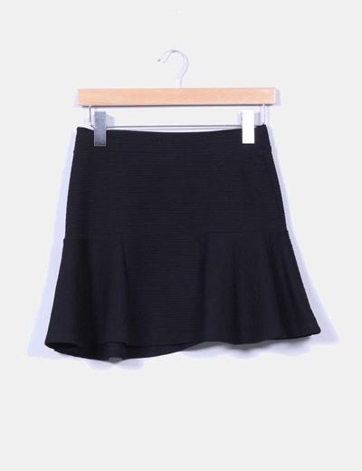 Mini falda negra texturizada con vuelo Zara