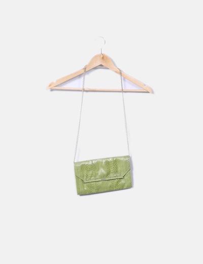 Bolso verde estampado serpiente con cadena Mango