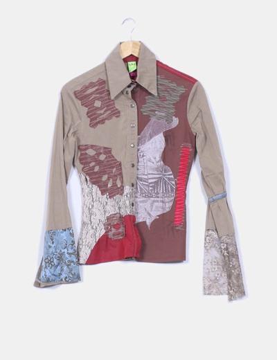 Camisa con varios estampados y bordados Save the Queen