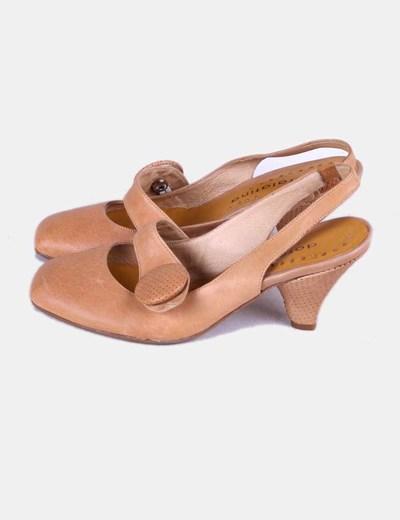 Zapato camel con hebilla