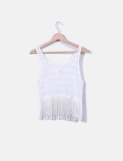 Top tricot blanco con flecos