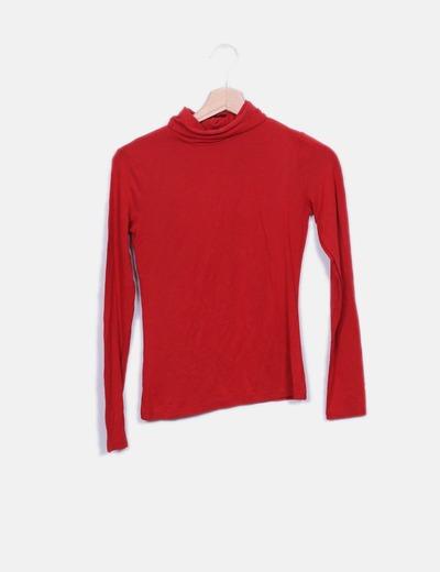 Camiseta roja cuello vuelto