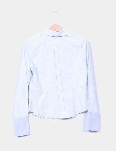 Camisa azul claro de rayas