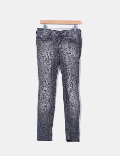 Pantalón pitillo gris estampado animal print