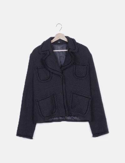Abrigo negro detalles terciopelo