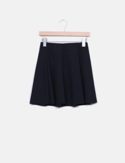 Falda negra evasé Bershka
