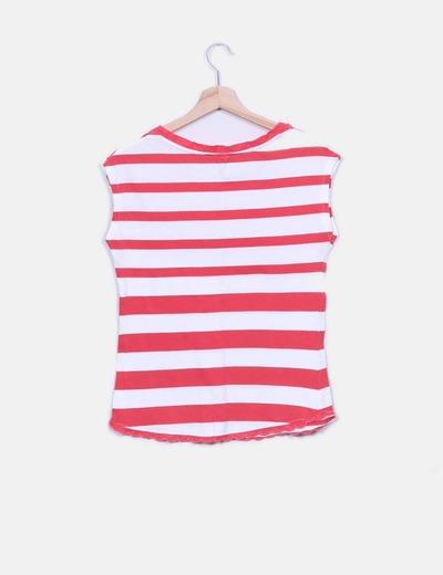 Camiseta de rayas blanca y roja