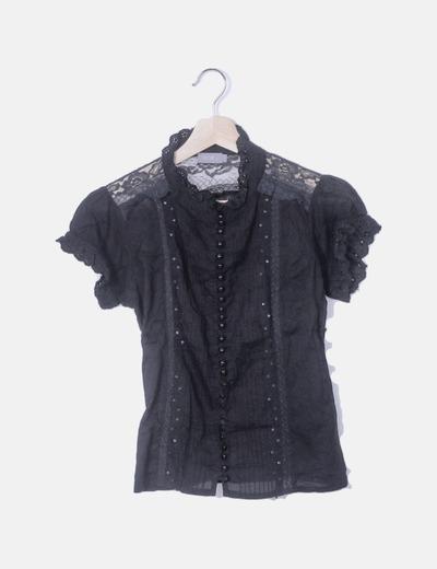 Blusa negra combinada con paillettes
