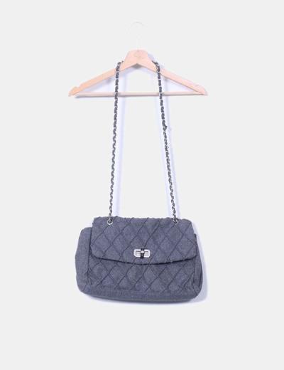 Bolso gris acolchado con asa metálica  Teria Yabar