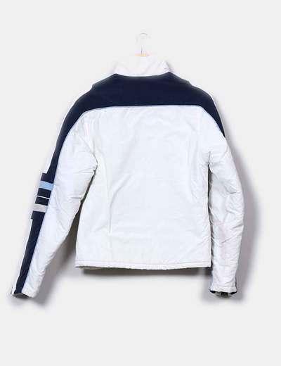 Chaqueta sport blanca detalles azul marino