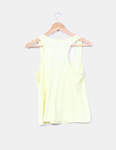 Camiseta amarilla botones