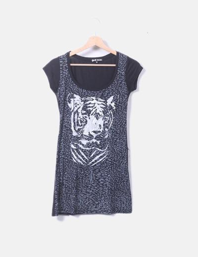 Camiseta negra print plateado