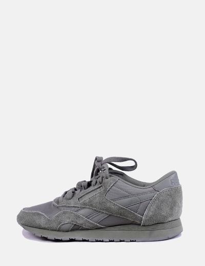 Sneaker verde con cordones