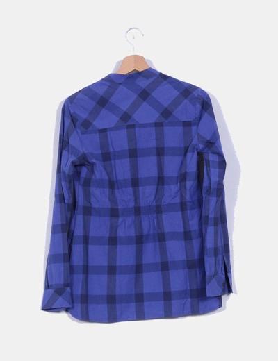 Blusa estampada cuadros con detalle volante en escote