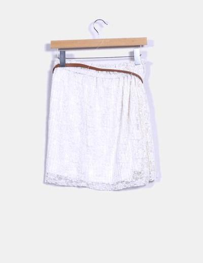 Falda blanca con cinturon