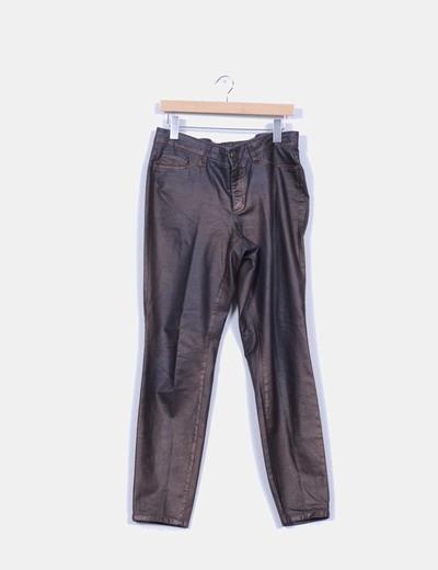 Pantalón encerado marrón con brillo NoName