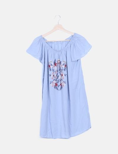 Vestido azul fluido flores bordadas