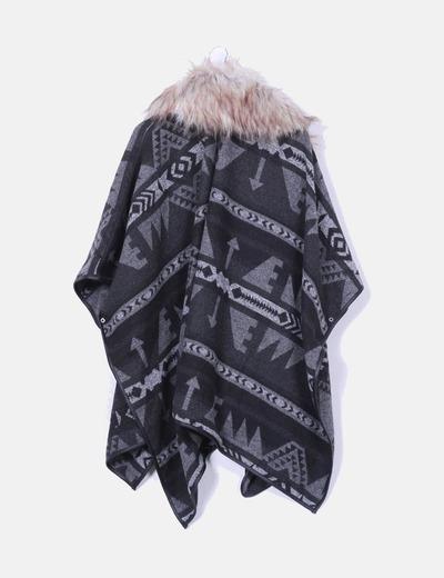 Poncho estampado etnico con capucha