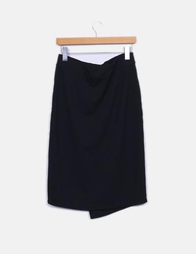Falda negra con abertura