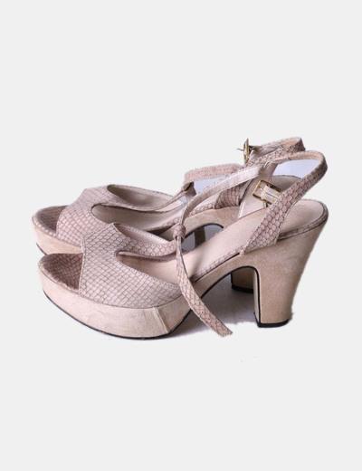 Sandalia de tacón texturizada beige