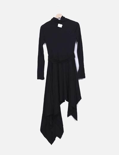 Vestido negro asimetrico con cuello vuelto