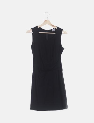 Vestido negro drapeado
