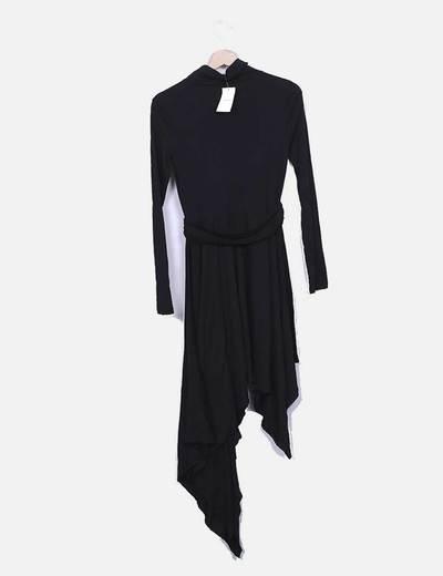 Vestido asimetrico negro con cuello vuelto