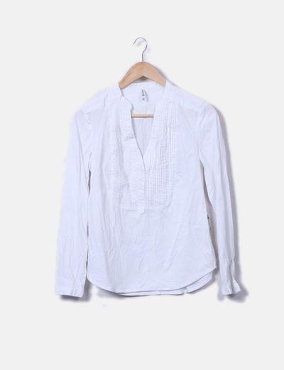 Camisa blanca con plisados