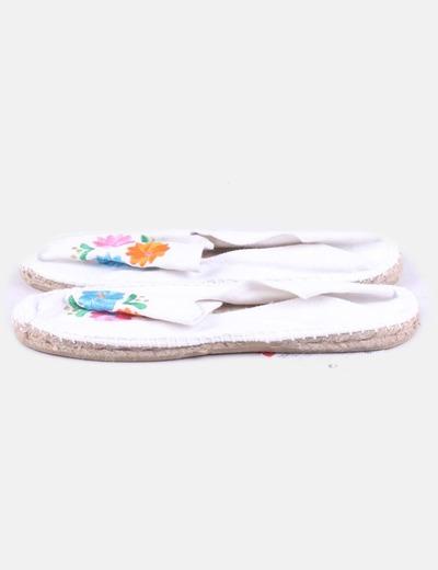 Alpargata blanca con bordado floral Visto Bueno