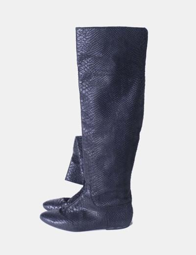 Bota negra alta texturizada Zara