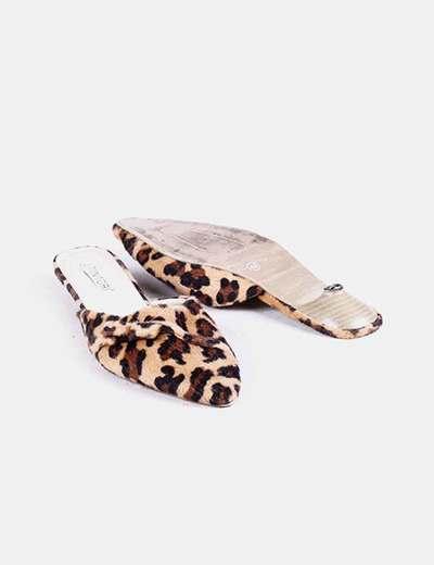 Zapatos destalonados de pelo animal print