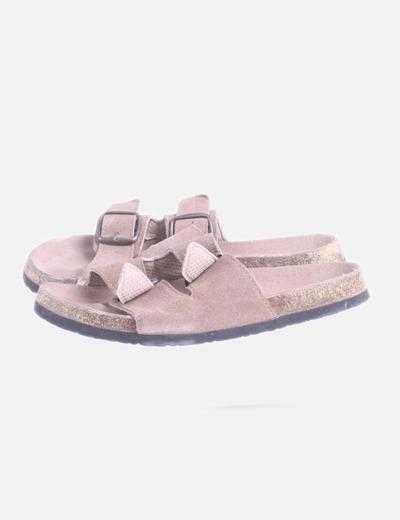 Sandalia con hebillas marrón