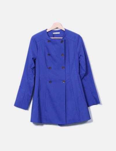 Abrigo azul satinado con doble botonadura Lefties