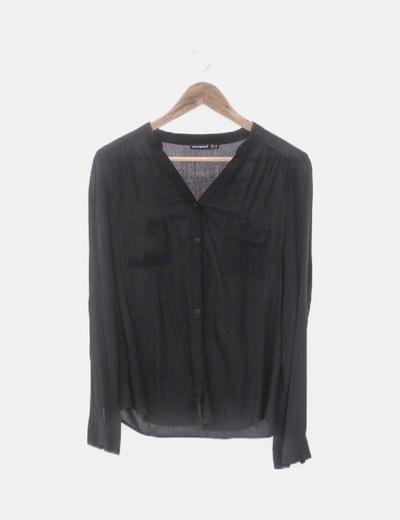 Camisa negra con bolsillos
