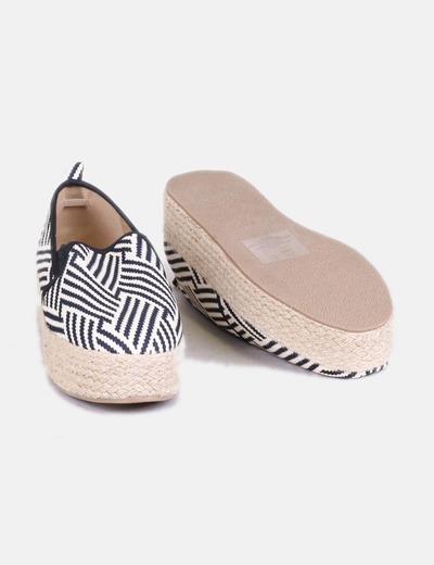 Zapato con plataforma estampado bicolor