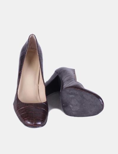 Zapato marron texturizado con tacon ancho