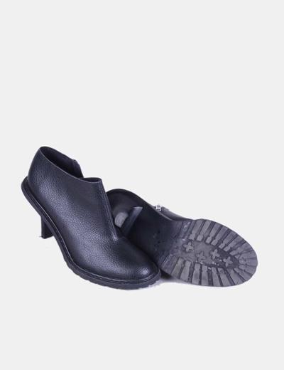 Zapato negro abotinado de piel