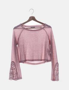 163cb9b3ef Camiseta crop rosa con encaje Bershka