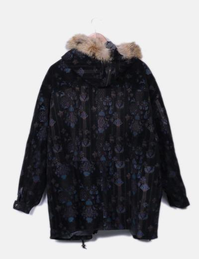 Abrigo de piel negro estampado con pelo en la capucha