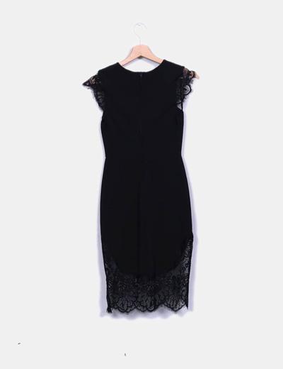 Vestido negro a encaje