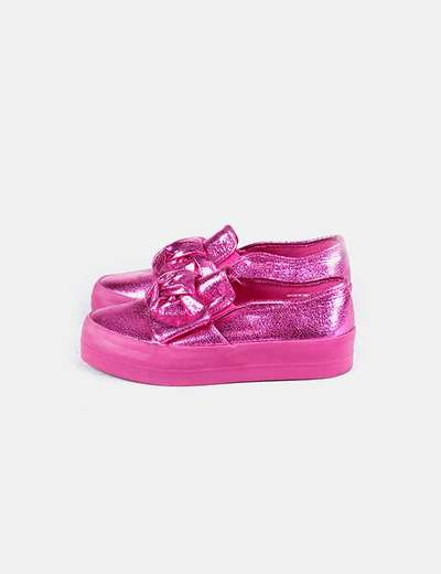 Zapatilla rosa metalizada